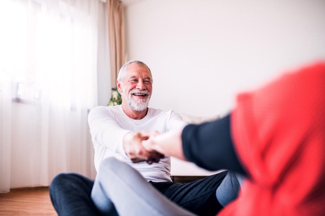 ayuda a mayores por fisioterapeuta a domicilio en Sevilla